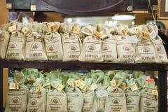 Caissier de la fabrication célèbre d'exploitation du café de Lviv Photographie stock
