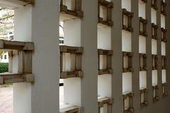 Caisson lumineux au mur de ciment photographie stock libre de droits