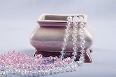 Caixão cerâmico com bijouterie Foto de Stock