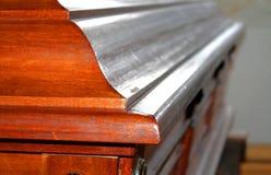 Caixão cinzelado na madeira para o funeral Imagem de Stock Royalty Free