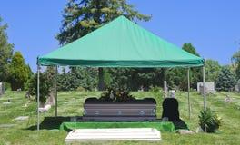 Caixão do funeral do enterro do cemitério fotos de stock royalty free