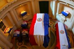 Caixões cobertos com as bandeiras nacionais no panteão nacional do Imagem de Stock Royalty Free