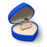 Caixa azul da coração-forma com anel dourado com jóias Imagens de Stock