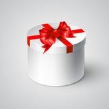 Caixa branca do presente com uma curva vermelha Imagens de Stock Royalty Free