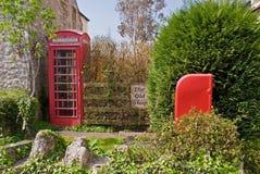 Caixa britânica do borne e caixa de telefone imagem de stock royalty free