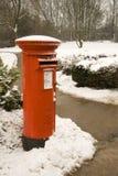 Caixa britânica do borne na neve Fotografia de Stock Royalty Free