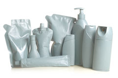 Caixa colorida do cinza das garrafas e dos recipientes das garrafas com um fundo branco Imagem de Stock