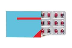 Caixa com comprimidos vermelhos em um bloco de bolha fotografia de stock