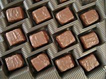 Caixa com os doces de chocolate macro Imagem de Stock