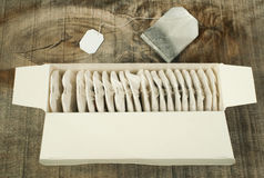 Caixa com saquinhos de chá Foto de Stock