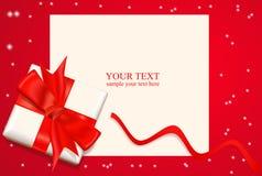 caixa com uma curva e uma fita vermelhas Imagem de Stock Royalty Free