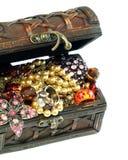 Caixa completamente da jóia, isolado em um branco Fotos de Stock Royalty Free