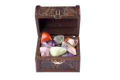 Caixa completamente das jóias fotografia de stock royalty free