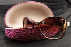 Caixa cor-de-rosa dos óculos de sol Foto de Stock