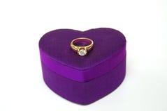 Caixa da anel-seda do ouro do diamante Imagem de Stock Royalty Free