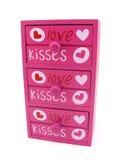 Caixa da cor-de-rosa das gavetas com palavras do amor e do coração imagem de stock royalty free