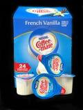 Caixa da desnatadeira de Mate French Vanilla Non Dairy do café imagens de stock royalty free