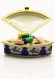 Caixa da medicina completamente dos comprimidos Imagens de Stock