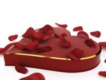 Caixa dada forma coração de Chocolated e de Rose Petals Fotos de Stock Royalty Free