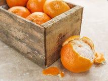 Caixa das laranjas Fotos de Stock Royalty Free