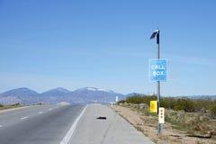 Caixa de chamada da emergência no lado da estrada Foto de Stock Royalty Free