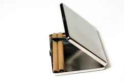 Caixa de cigarro com cigarros Fotografia de Stock Royalty Free