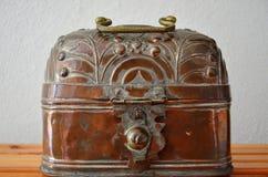 Caixa de cobre muito velha Foto de Stock
