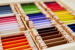 Caixa de cor 3 de Montessori fotos de stock royalty free