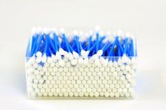 Caixa de cotonetes higiênicos imagens de stock royalty free