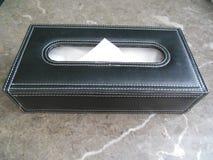 Caixa de couro com os tecidos de papel macios Imagem de Stock