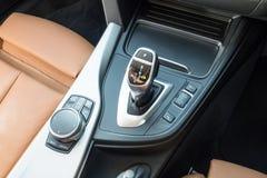 Caixa de engrenagens do Gran Coupe 2018 de BMW 420i fotos de stock royalty free