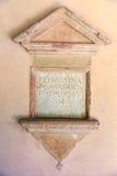 Caixa de esmola, chapa com inscrição no latim, Foto de Stock