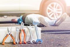 Caixa de ferramentas com chaves e alicates para o reparo do carro Fotos de Stock Royalty Free