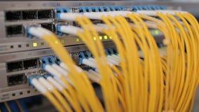 Caixa de fibra ótica com fios amarelos video estoque