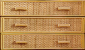 A caixa de gavetas de vime fecha-se acima Fotos de Stock