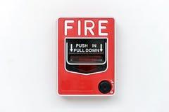 Caixa de interruptor do alarme de incêndio na parede branca imagens de stock royalty free