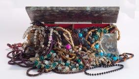 Caixa de mármore do efeito com jóia de traje Fotografia de Stock