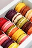 Caixa de Macarons imagens de stock royalty free