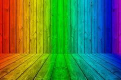 Caixa de madeira colorida do fundo das pranchas em cores do arco-íris Imagem de Stock Royalty Free
