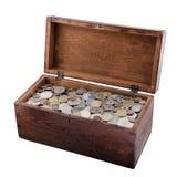 Caixa de madeira com moedas velhas Imagem de Stock Royalty Free