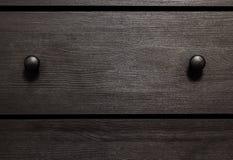 Caixa de madeira da textura do fundo com punhos imagens de stock