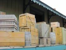 Caixa de madeira isolada imagens de stock royalty free