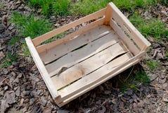 Caixa de madeira vazia na terra Imagem de Stock Royalty Free
