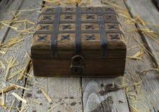 Caixa de madeira velha com fechamento Imagens de Stock