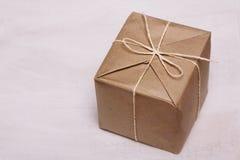 Caixa de papel de empacotamento de Brown Fotos de Stock Royalty Free
