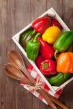 Caixa de pimenta colorida fresca do sino foto de stock