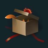 Caixa de presente aberta com as tiras e a algo do vermelho bonitos Fotos de Stock Royalty Free