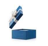 Caixa de presente aberta do azul com curva branca Imagens de Stock Royalty Free