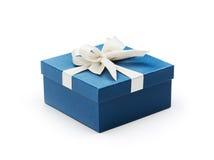 Caixa de presente azul com curva branca Imagem de Stock Royalty Free