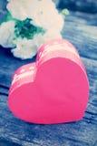 Caixa de presente, caixa vermelha do coração Imagens de Stock Royalty Free